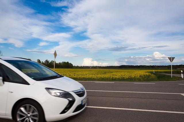 Verkehrsunfall im Kreuzungsbereich – Vorfahrtsberechtigung für Nachzügler