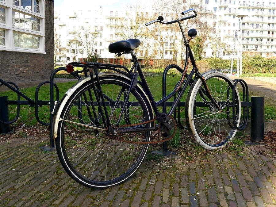 Fahrrad im Ständer gegen umfallen sichern