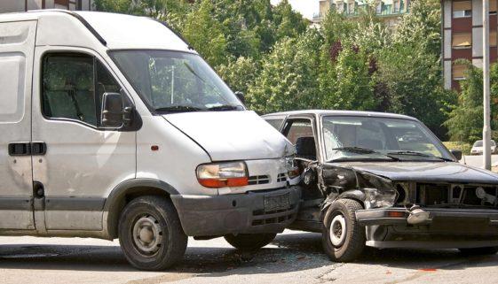 Verkehrsunfall zwischen Linksabbieger und Überholendem - Haftungsverteilung