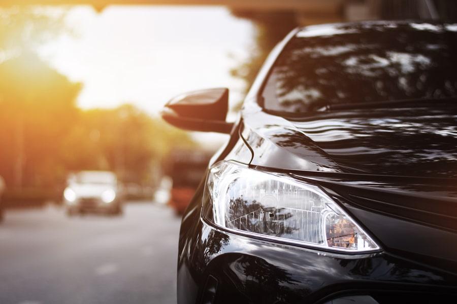 Verkehrsunfall: Erhöhte Betriebsgefahr eines Fahrzeugs mit Fahrtrichtungsanzeiger und Scheinwerfer