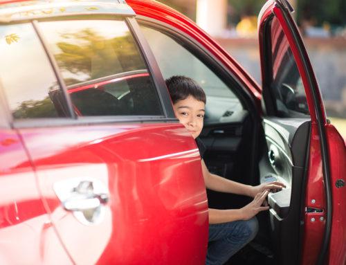 Verkehrsunfall – Öffnen der Fahrertür in die benachbarte Parktasche