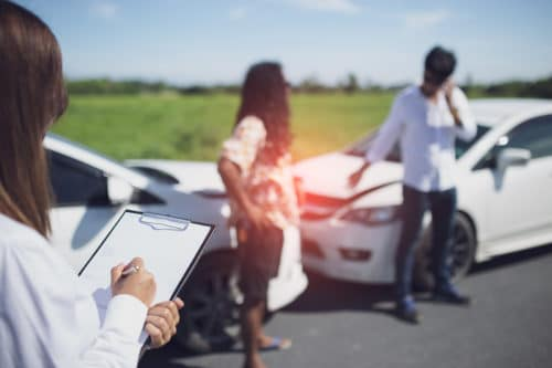 Verkehrsunfall zwischen einem überholenden Fahrzeug und einem Spurwechsler