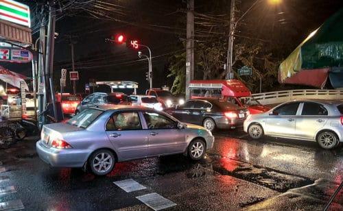Einfahren in kreuzende Straße bei Verlassen eines verkehrsberuhigten Bereichs