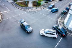 Kreuzungsunfall - Alleinverschuldens des Wartepflichtigen bei überhöhter Geschwindigkeit