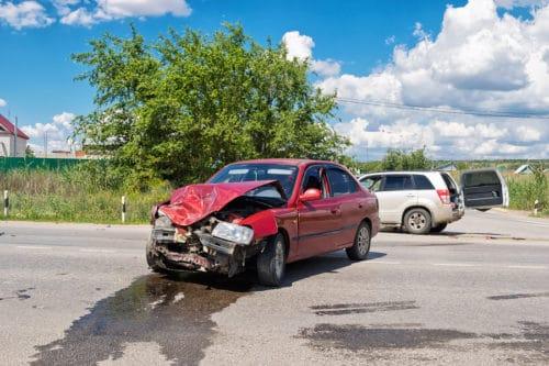 Verkehrsunfall mit einem aus einem Feldweg einbiegenden Fahrzeug