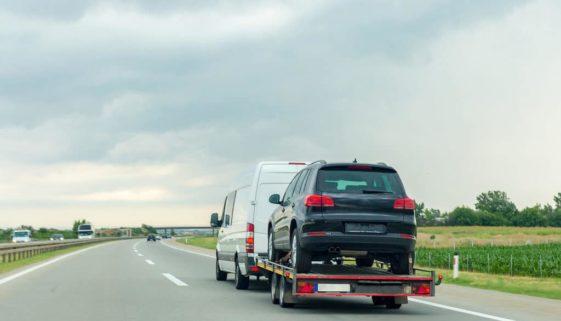 Verkehrsunfall - Angemessenheit von Abschlepp- und Mietwagenkosten