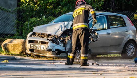 Verkehrsunfall - Beseitigung ölhaltiger Betriebsstoffe auf einer Kreisstraße