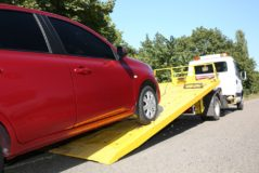 Verkehrsunfall - Freistellungsanspruch hinsichtlich der Abschleppkosten