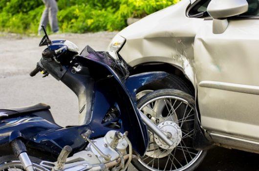 Verkehrsunfall - Linksabbiegerkollision mit einem zum Überholen ansetzenden Kradfahrer