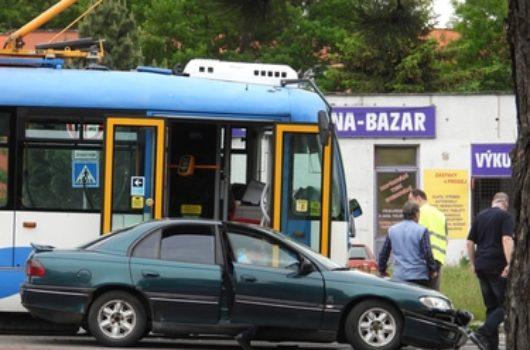 Verkehrsunfall zwischen Kraftfahrzeug und Straßenbahn