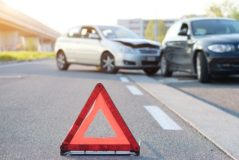 Verkehrsunfall - Auffahrunfall während eines Abbiegevorgangs trotz durchgezogener Linie